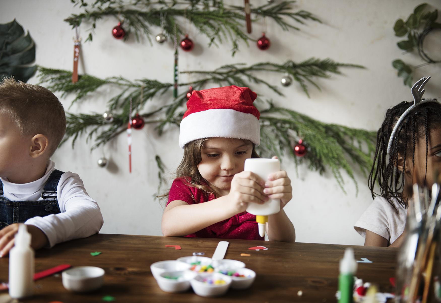 Lavoretti Di Natale Con Babbo Natale.Lavoretti Creativi Natale Sviluppare Le Capacita Cognitive Dei Piu Piccoli